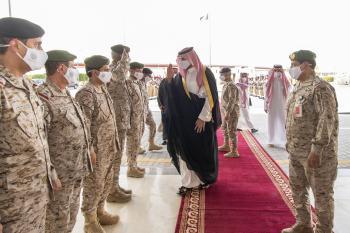 نائب وزير الدفاع يقف على جاهزية القوات البرية