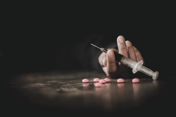 «الوعي الأسري» أهم وسائل وقاية الأبناء من خطر إدمان المخدرات