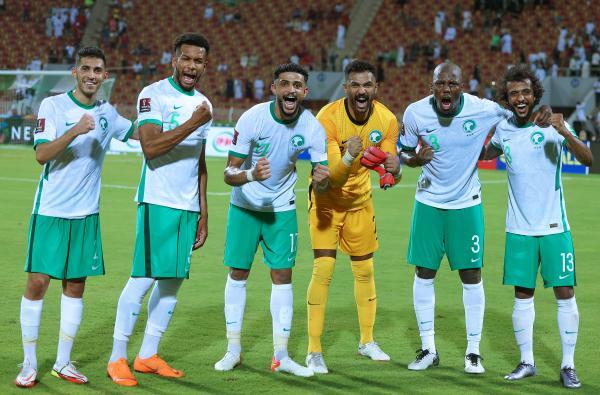 الأخضر.. في عمان يزدهر!