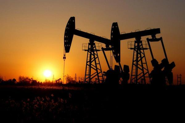 ارتفاع النفط مع تراجع الإمدادات الأمريكية بسبب الإعصار أيدا
