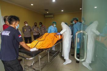 مقتل شخصين وفقد 25 بعد اشتعال النيران في قارب بإندونيسيا