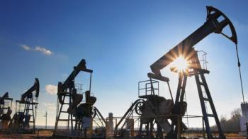 بدعم من انخفاض الإنتاج الأمريكي النفط يعاود الصعود