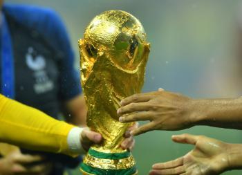 اليويفا يهدد بمقاطعة كأس العالم!