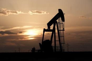 أسعار النفط تتراجع لأدنى مستوى لها منذ أسبوعين