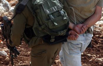 الاحتلال يعتقل 7 فلسطينيين من الخليل