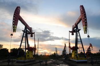 النفط يصعد إلى 73 دولارا بفضل نقص الإمدادات
