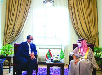 وزير الخارجية يبحث العلاقات الثنائية مع نظيره الموريتاني