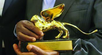 تتويج «الحدث» الفرنسي بجائزة الأسد الذهبي