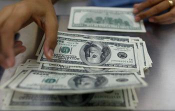 ارتفاع سعر الدولار مع زيادة إصابات كورونا
