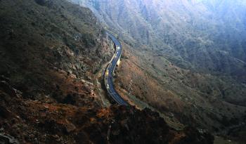«عقبات عسير».. منجزات وطنية «تروض» الطبيعة الجبلية