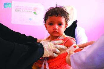مركز الملك سلمان يكافح سوء تغذية 18.781 طفلا وسيدة باليمن