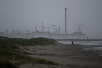 إعصار نيكولاس يضرب سواحل تكساس ولويزيانا