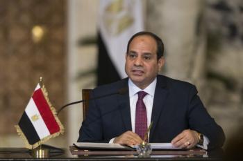 «السيسي»: هناك 5 ملايين لاجئ في مصر