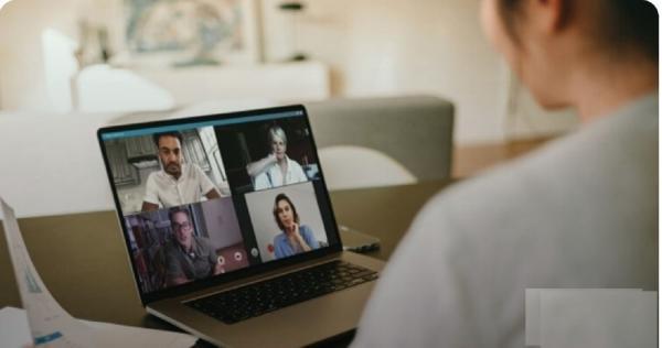 «البث المباشر عبر الفيديو» تدعم اقتصاد المبدعين من صانعي المحتوى