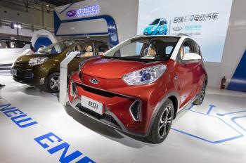 الصين تسعى إلى توحيد صناعة السيارات الكهربائية المزدحمة