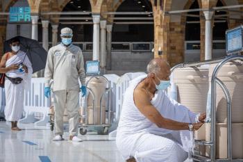 250 حافظة لمياه زمزم بأروقة المسجد الحرام