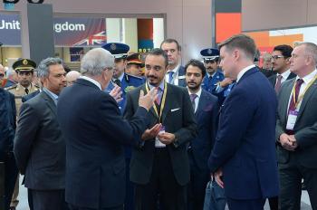 سفير المملكة لدى بريطانيا يزور الجناح السعودي بمعرض «معدات الدفاع والأمن»