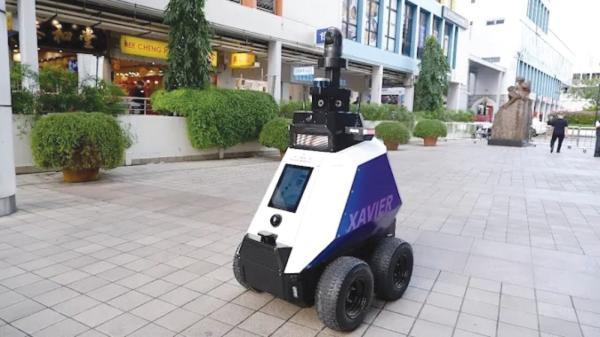 شوارع سنغافورة تحت رقابة «الروبوتات»