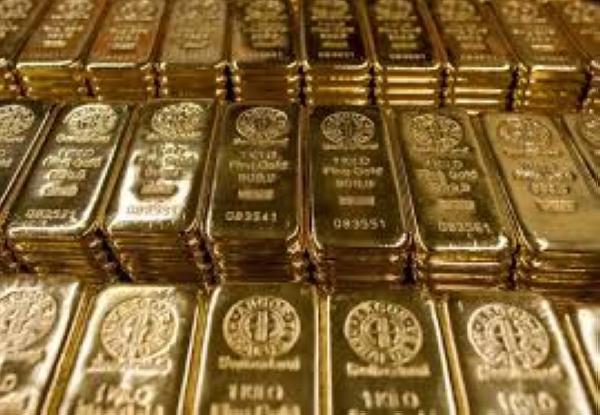 الذهب يتراجع متأثرًا بارتفاع الدولار