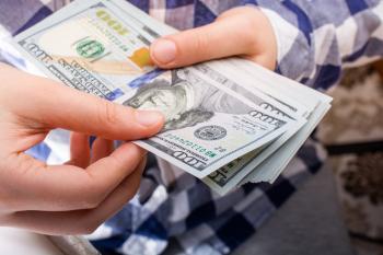 الدولار يتوقف ضمن نطاق محدد وسط غياب التوقعات بدعم اجتماع الاحتياطي الفيدرالي لارتفاعه