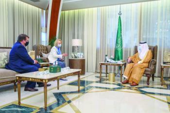 أمير الشرقية يبحث الموضوعات المشتركة مع القائمة بأعمال السفارة الأمريكية والقنصل العام