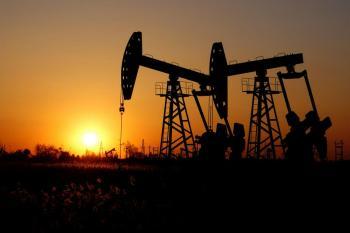 النفط يتراجع بفعل تراجع المخزونات الأمريكية