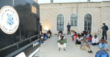 إنقاذ 341 مهاجرًا غير شرعي في ليبيا