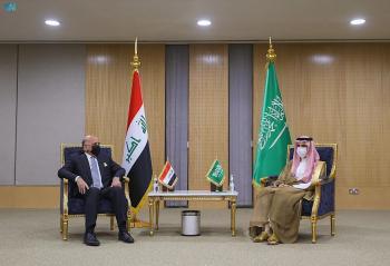 وزير الخارجية يبحث تعزيز العلاقات مع نظيره العراقي