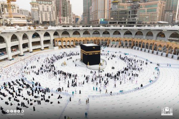 «الحج»: تأشيرات العمرة تخطت 12 ألف من مختلف الدول