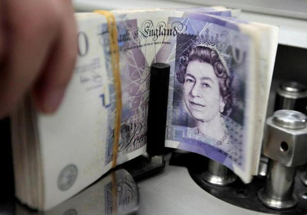 انخفاض الإسترليني مقابل الدولار واليورو