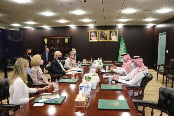 «آل جابر» يناقش مع المبعوث الأمريكي الأزمة اليمنية