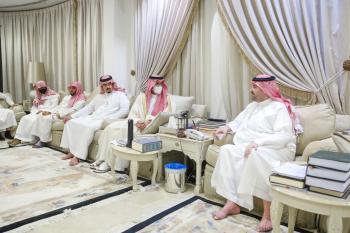 نائب أمير الشرقية يعزي الأمير عبدالعزيز بن عبدالرحمن بن عبدالعزيز في وفاة والدته