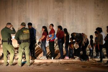 مئات المهاجرين يتجمعون جنوب المكسيك للوصول إلى أمريكا