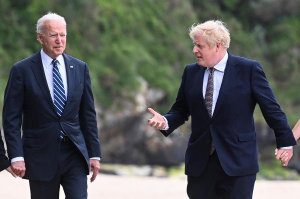جونسون وبايدن يناقشان أزمة أفغانستان وتغير المناخ