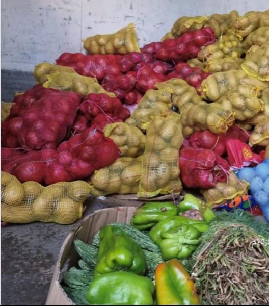 في حملة ميدانية..مصادرة 2 طن فواكه وخضروات بمكة