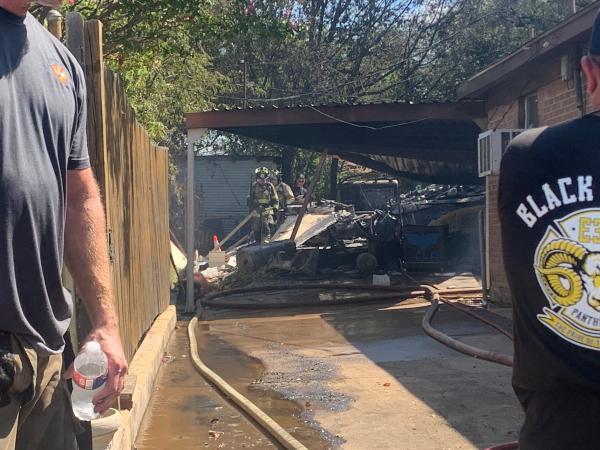 إصابة شخصين وتضرر 3 منازل إثر سقوط طائرة عسكرية بتكساس