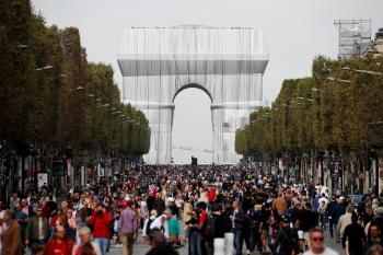 باريس.. حشود بـ«الشانزليزيه» خلال «يوم بلا سيارات»
