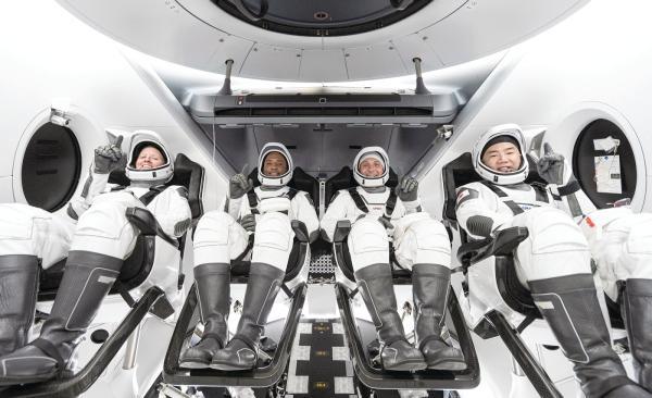 4 أيام سياحة فضائية حول الأرض