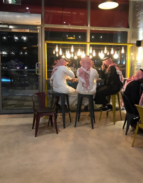 دراسة: شيوع ارتياد المقاهي دليل على تغير نمط الحياة