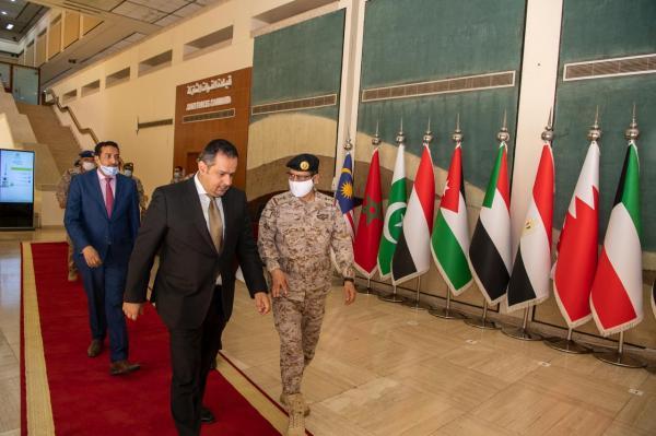 قائد القوات المشتركة المكلف يلتقي رئيس مجلس الوزراء اليمني