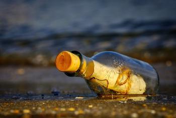 العثور على زجاجة في المحيط تحتوي على «رسالة غريبة» بهاواي