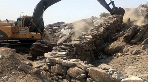 إزالة تعديات مجاورة لجبل ثور على مساحة 17500م2