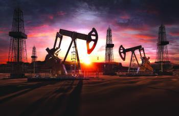 النفط يتراجع مع صعود الدولار وزيادة منصات الحفر الأمريكية