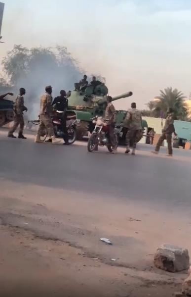 البرهان يعلن من «المدرعات» السودانية إفشال انقلاب «الإخوان»