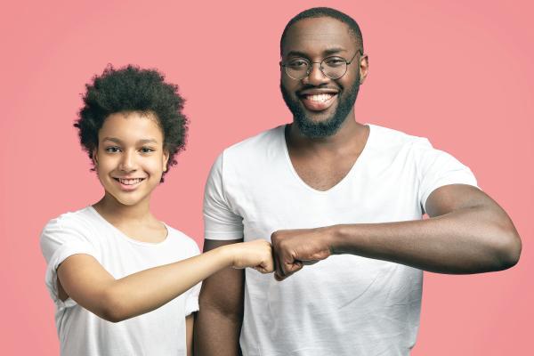 «كن صديق ابنك المراهق» دليل إرشادي من «الصحة الخليجي»
