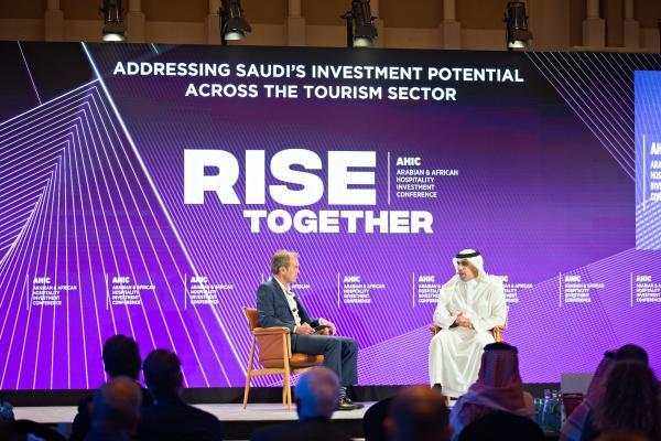 «السياحة» تستعرض فرص الاستثمار في المؤتمر العربي والأفريقي