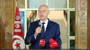 الرئيس التونسي يلوح للمنتقدين بالعصا: ملتزمون بالدستور