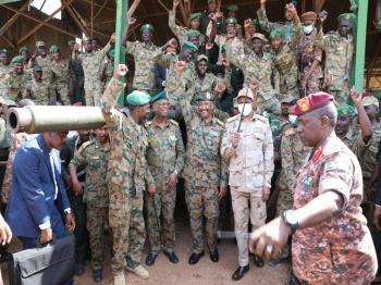 البرهان يعلن إفشال انقلاب «الإخوان».. والمنفذون بقبضة الجيش السوداني