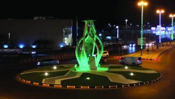 3 مجسمات مضيئة بمداخل وميادين النعيرية