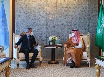 وزير الخارجية يبحث مع نظيره السنغافوري العلاقات الثنائية